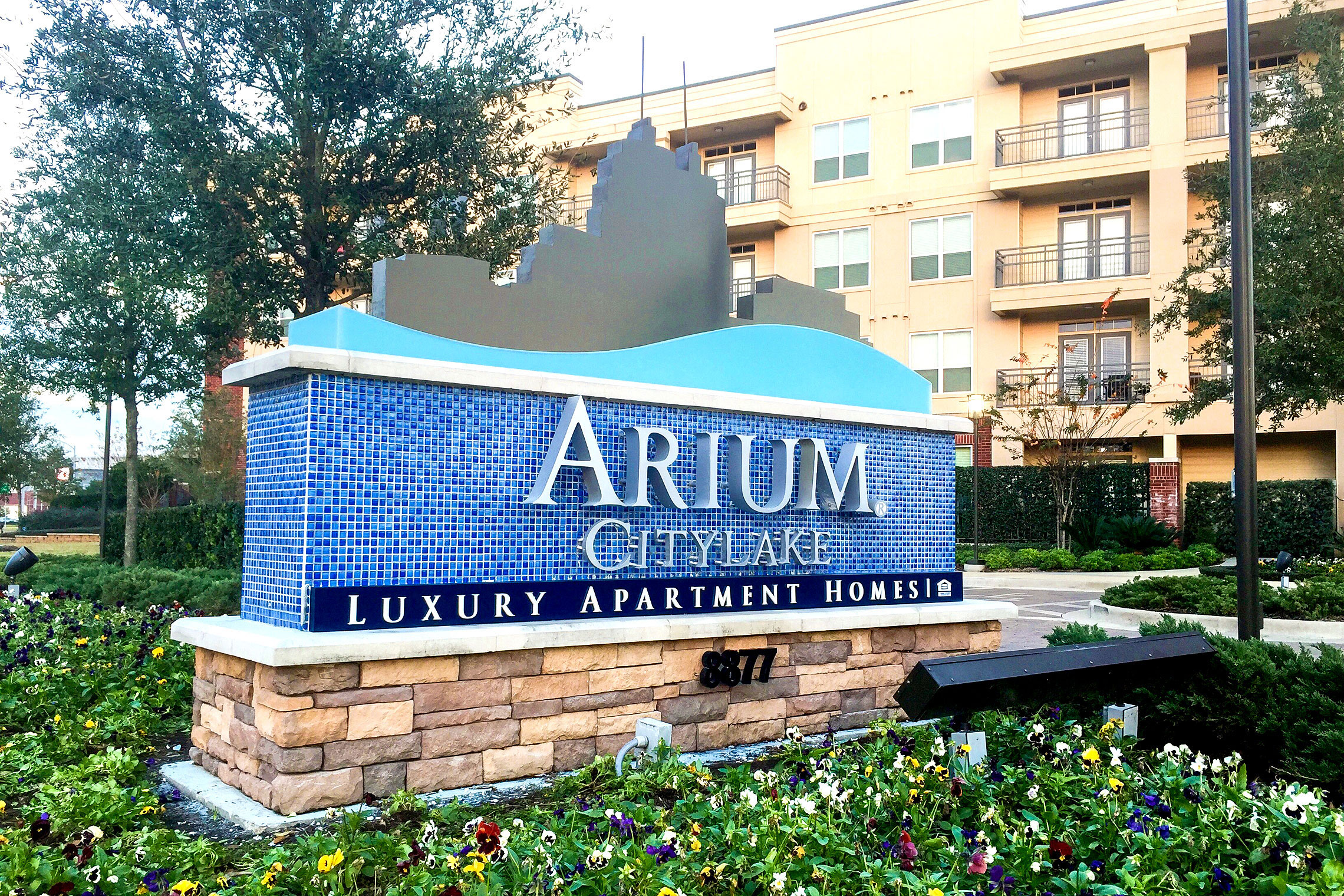 Arium CityLake Illuminated Monument with Tile Accents Day