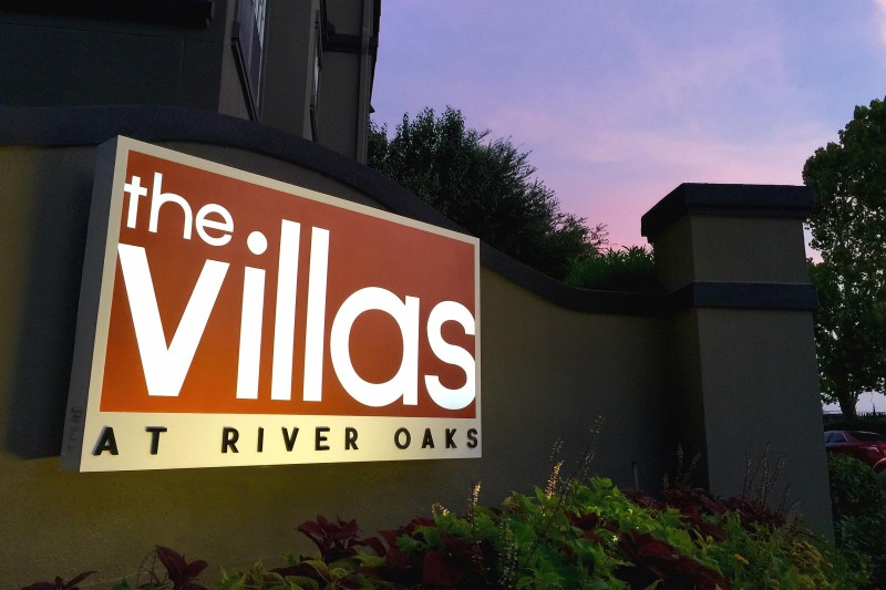 The Villas Aluminum Cabinet Monument Night