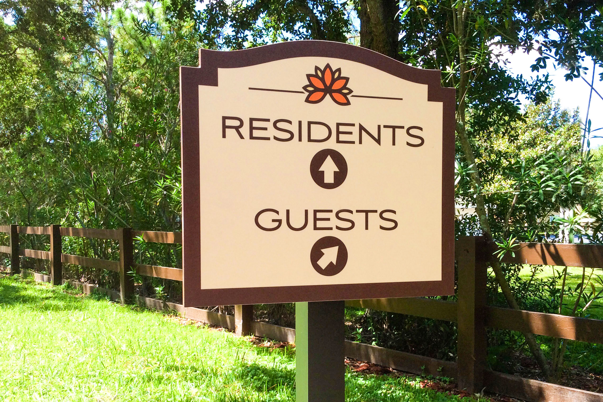 Retreat at Crosstown Apartment Homes Residents and Guests Parking Directional on Post